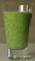 groene-thee-smoothie-broccoli-banaan-kiwi-glas